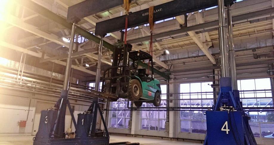 производство портальных грузовых подъемников