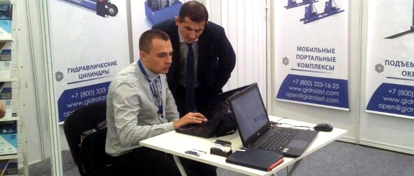 Работа специалистов Гидроласт на выставке в Казани